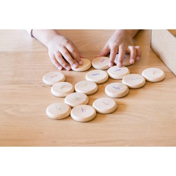 houten munten met cijfers 0-9