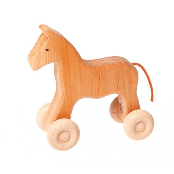 Houten paard op wieltjes